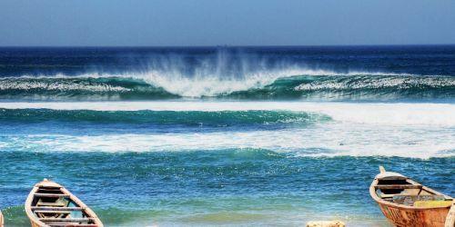 IL SURF A DAKAR